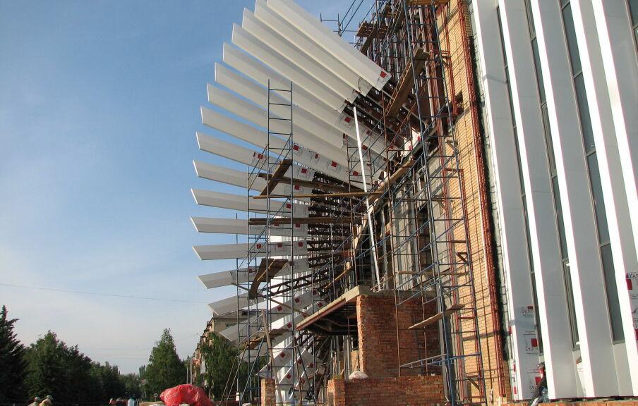 Монтаж и натурные испытания элементов центрального фасада