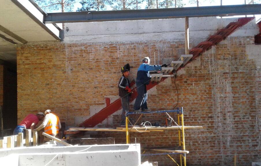 Монтаж лестницы в коттедже